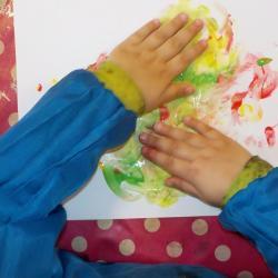 Avec les mains